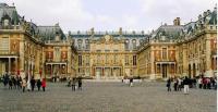 Situez dans le temps le règne personnel de Louis XIV dit « le roi soleil » et la construction du château de Versailles.